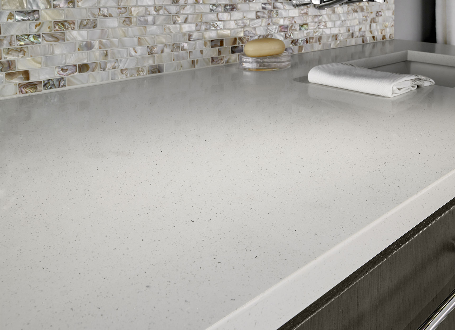 Q premium natural quartz from msi for What is quartz countertops made of