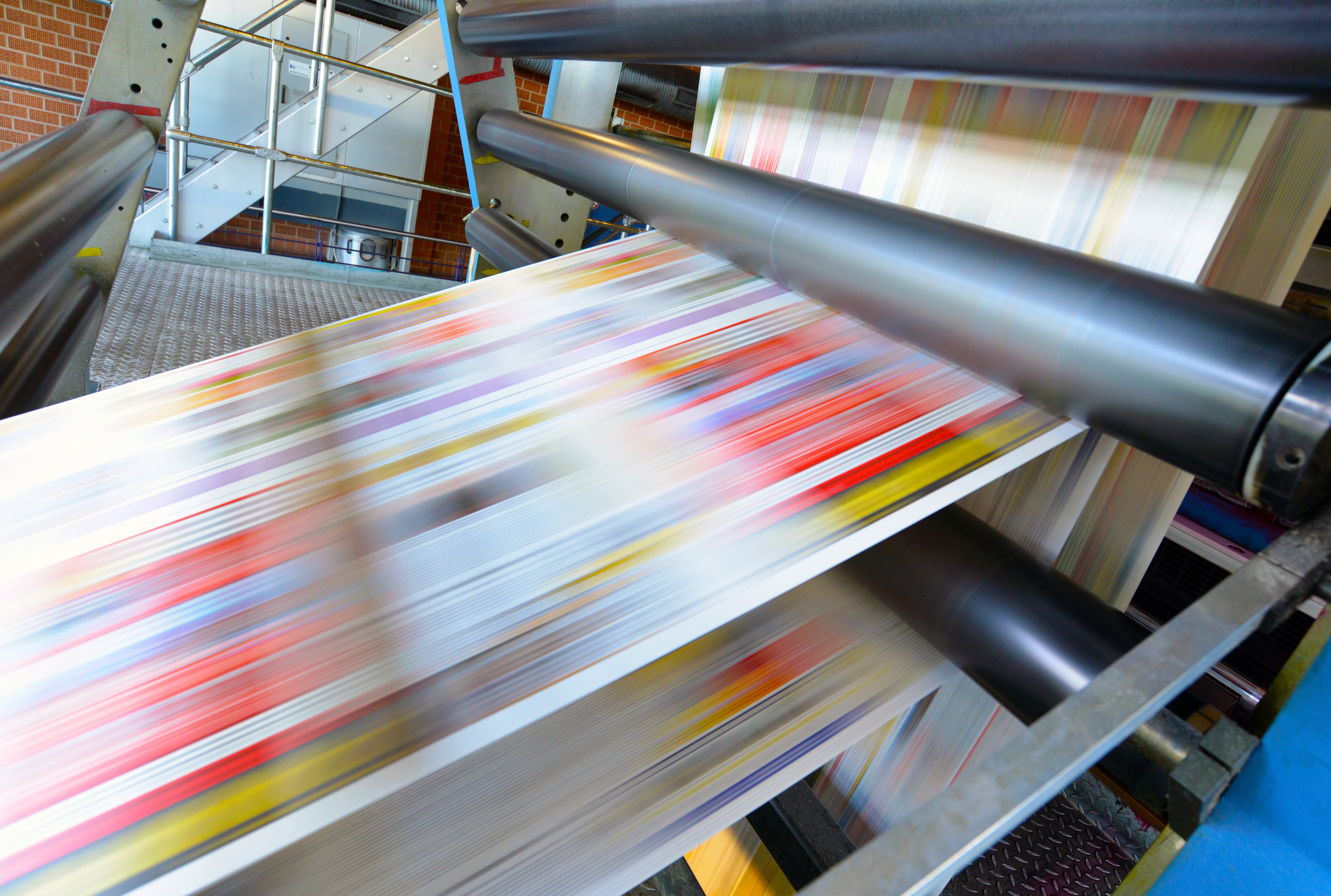 printing of coloured newspapers with an offset printing machine at a printing press