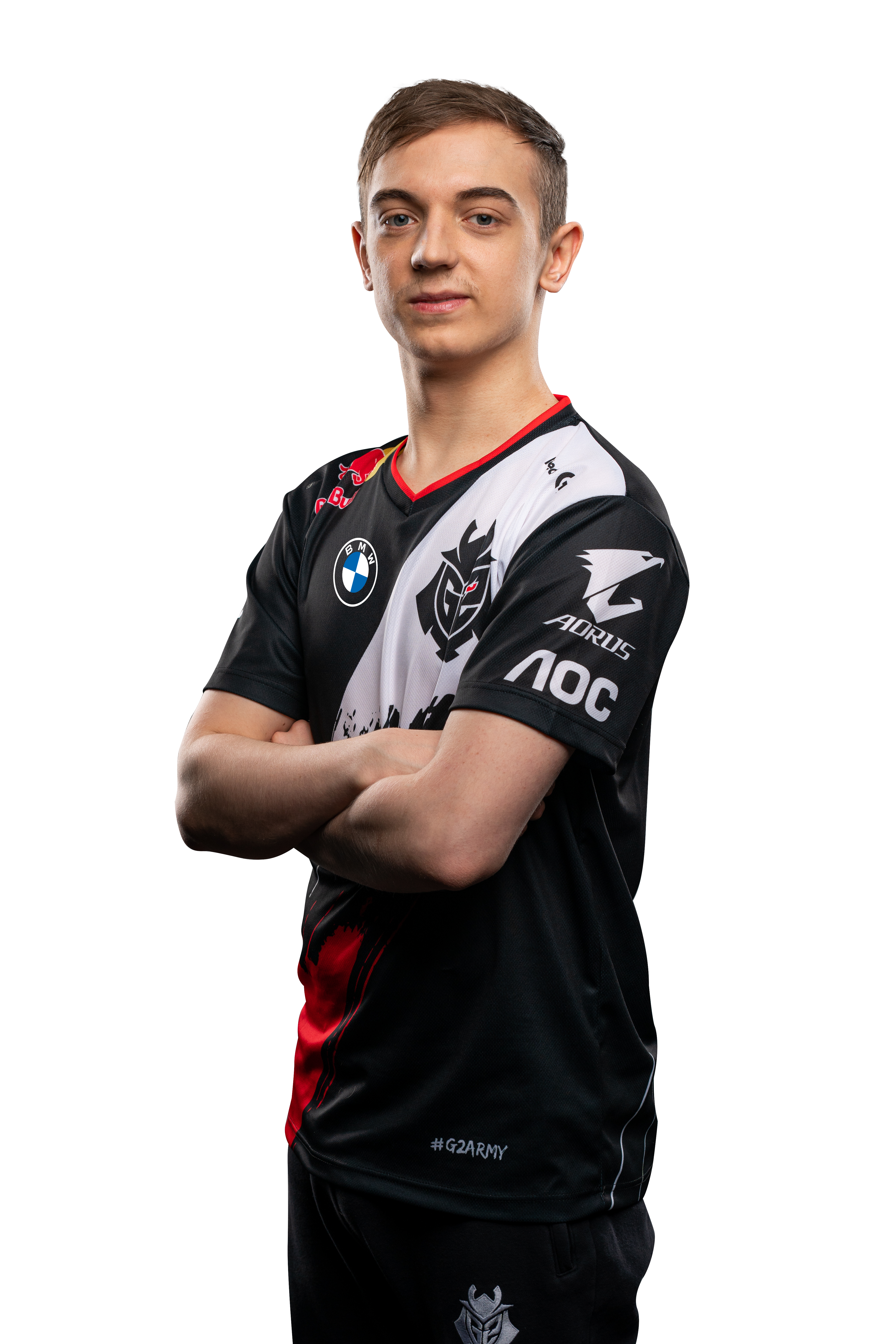 G2 Esports star Caps poses with his arms crossed