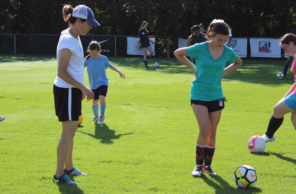 Julie Foudy Playing Soccer